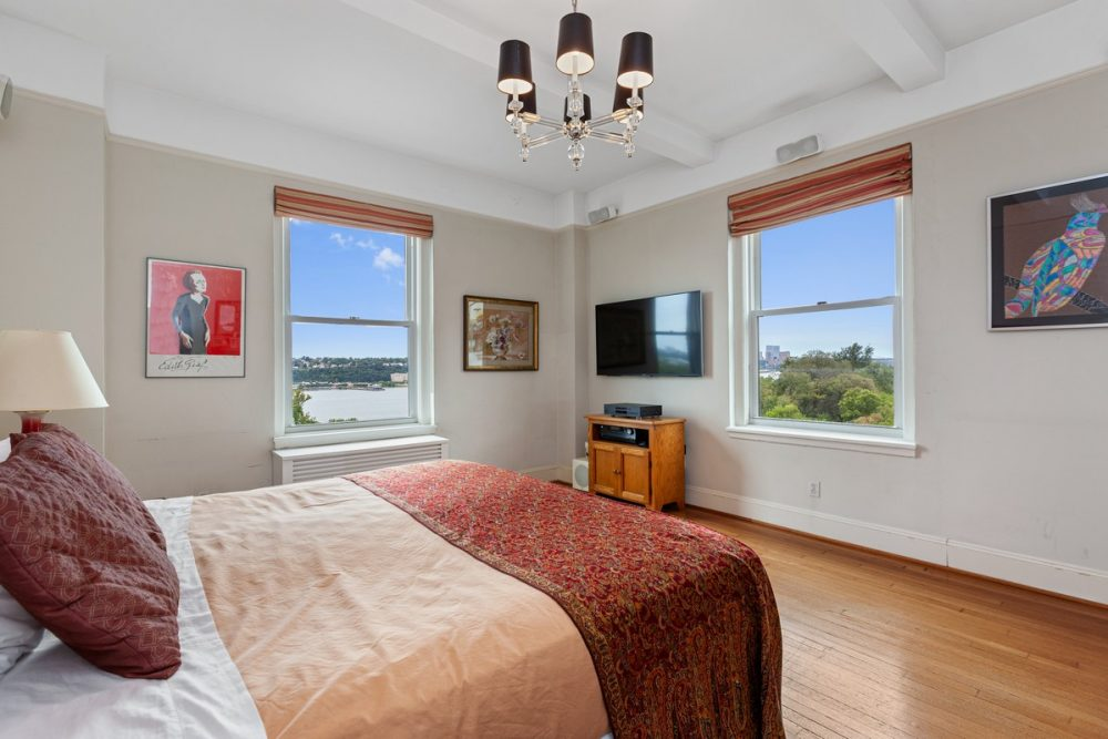 Riverside_Drive_355_7W_Master_Bedroom_